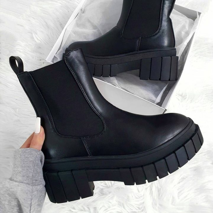 Christmas gift ideas for her black boots in shoe box