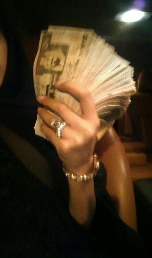money hand rings golden hour missguided univeristy