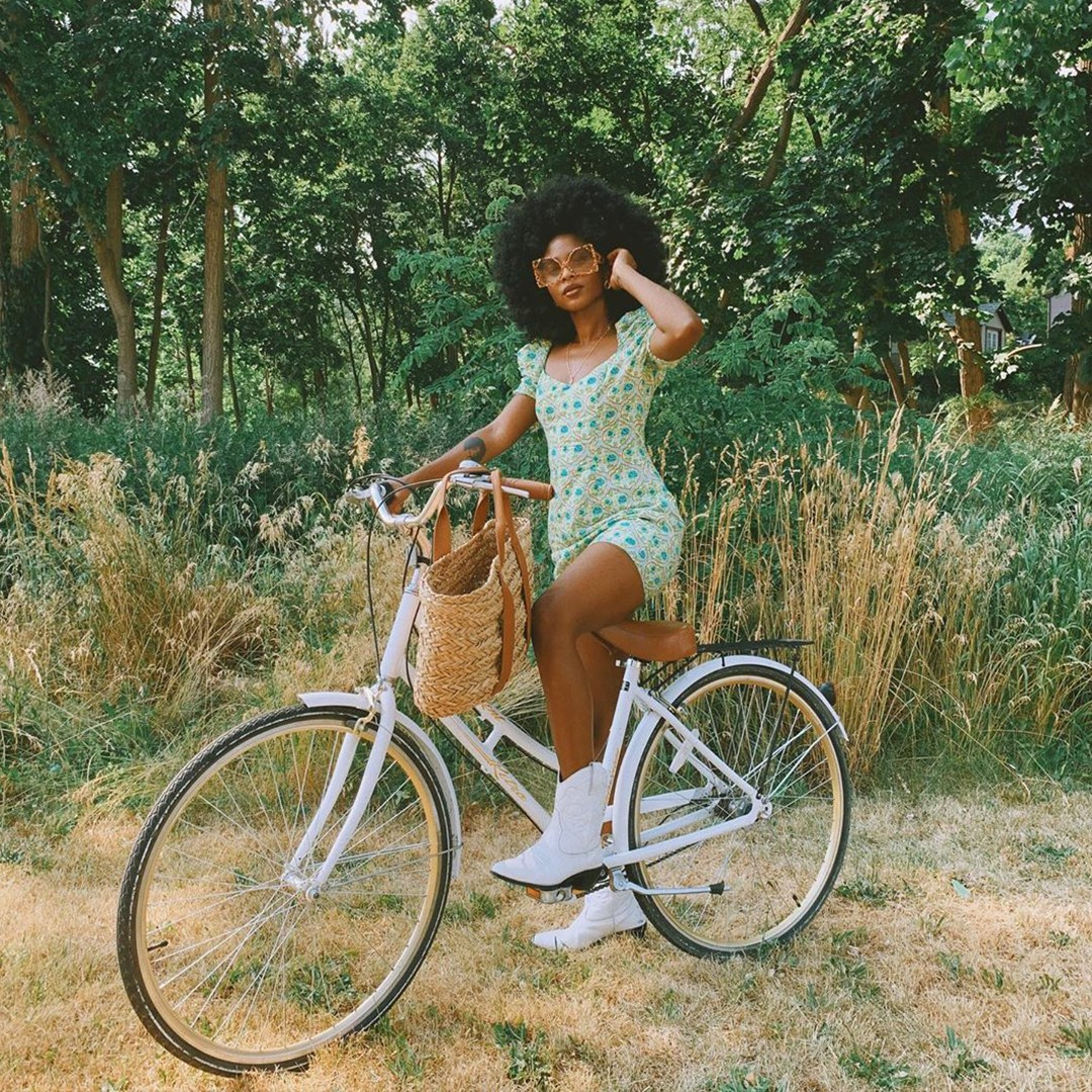 missguided spring outfit trend predications green smock dress white trainers white bike jute bag forest