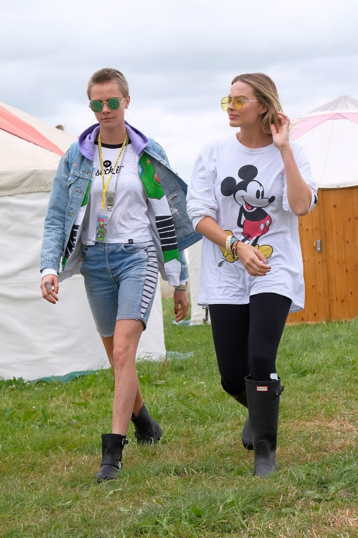 margot-robbie-and-cara-delevingne-at-glastonbury-festival