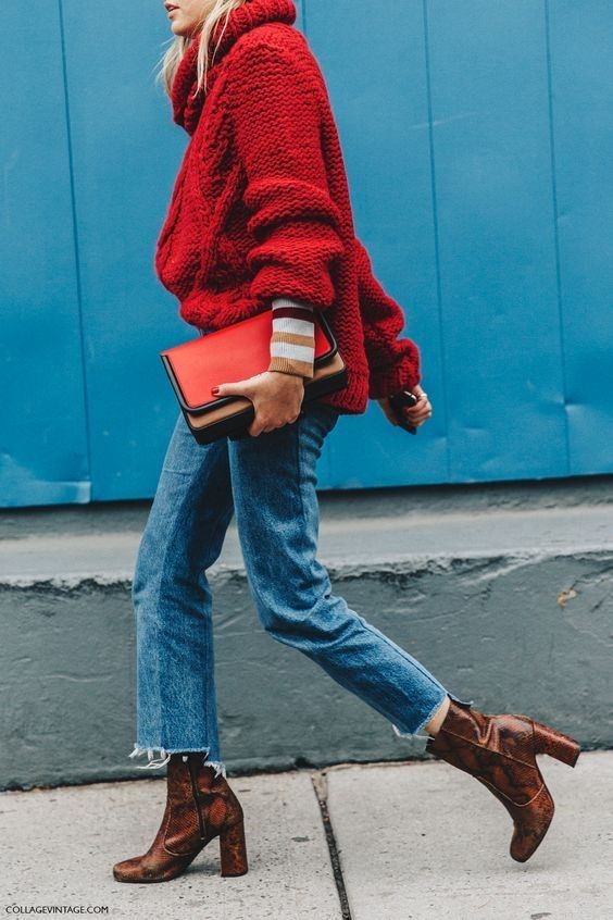 red jumper street style
