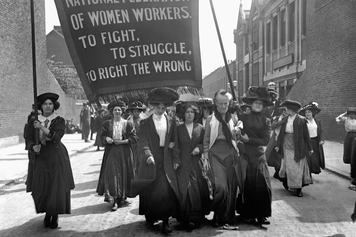 women rights in the early 1900 The role of women in society between 1900 and 1914 women had to dress in the view of true femininity  in society whatever the class a woman had very few rights.